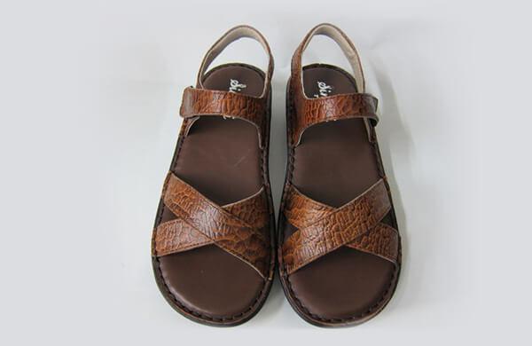 舒適型涼鞋