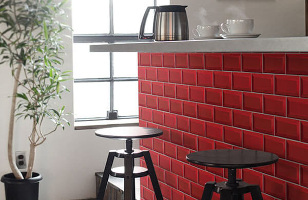 運用磁磚、壁貼讓收納家具重生