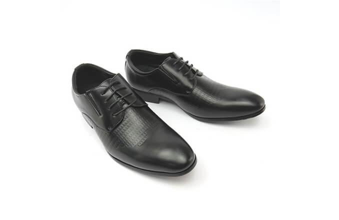 素面黑皮鞋