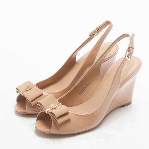 經典蝴蝶結亮皮楔型高跟涼鞋