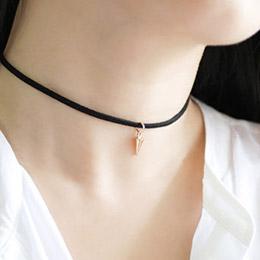 韓國流行麂皮絨小卯釘頸鍊