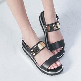 寬帶金屬厚底涼鞋