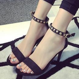 金屬鉚釘露趾高跟涼鞋