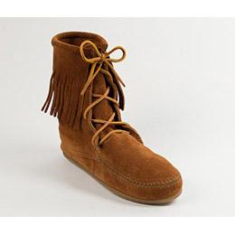 Minnetonka 經典綁帶流蘇短靴