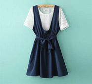 格子洞紋上衣+背心綁帶裙