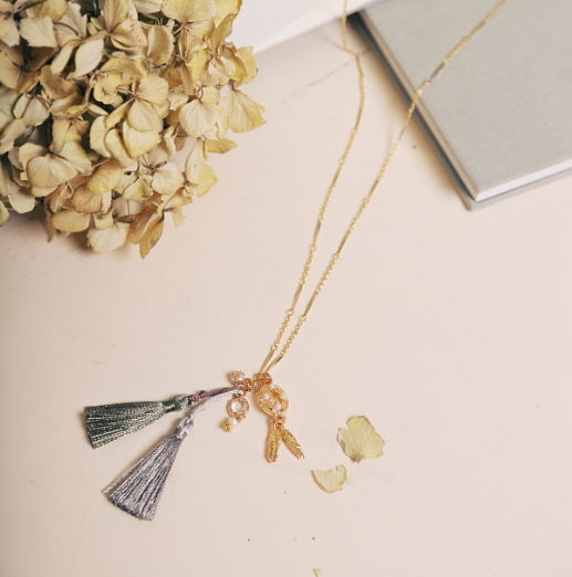 妮歐碧的紡織長鏈