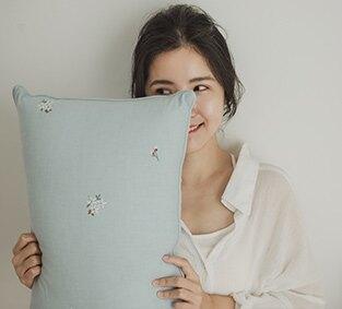 極致工藝刺繡紓壓抱枕