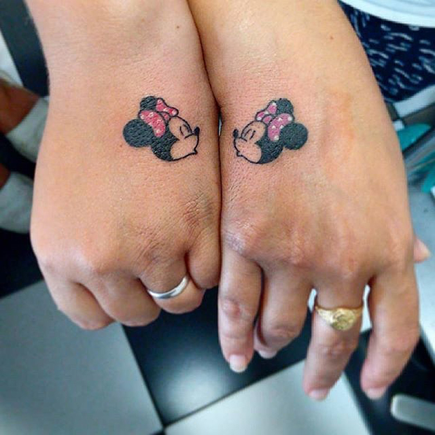 Kissing-Minnie-Mouses
