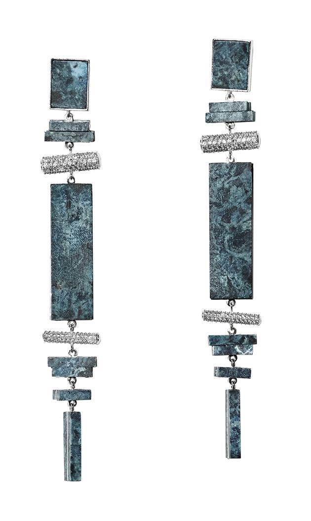 全新 H&M Conscious Exclusive 系列利用再生玻璃珠飾和水鑽等多種嶄新的物料,打造精緻美學