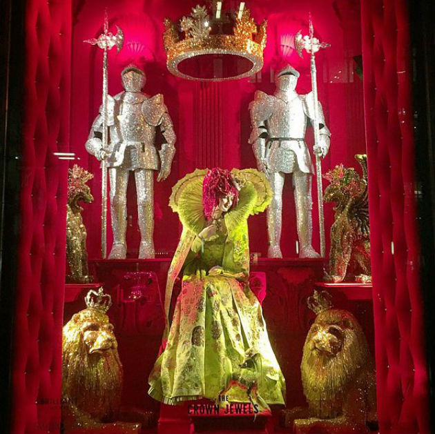 Best-Department-Store-Holiday-Windows-2015 (6)