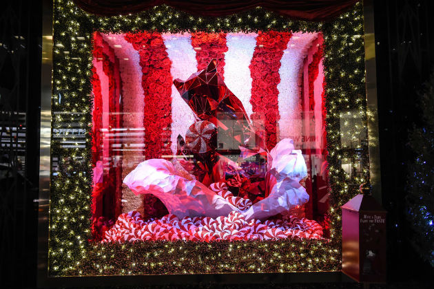 Best-Department-Store-Holiday-Windows-2015 (9)