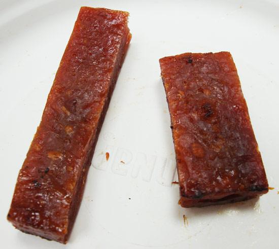 津永磚塊肉乾是長條形,快車則是寬扁的長方形