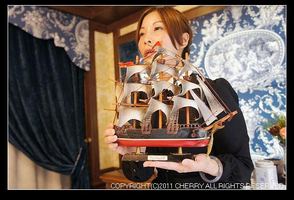 這艘船的名字就叫做卡提撒克Cutty Sark Tea,這是一艘1869年建造的運茶船。