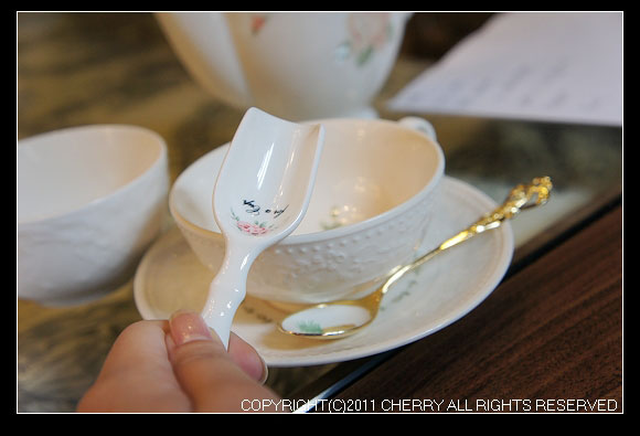 計量紅茶的茶匙一平匙大約是3g~
