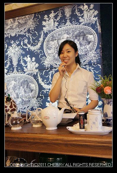 在卡提撒克Cutty Sark Tea裡每個服務人員都非常的可愛漂亮有氣質喔~難道是在這個氛圍下培養出來的嗎?!
