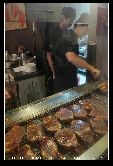 正在烤的牛肉