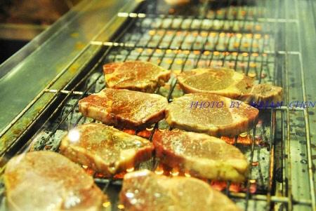 一片片的肉一字排開真想全部帶走
