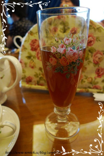 連迎賓茶都用這麼漂亮的杯子。