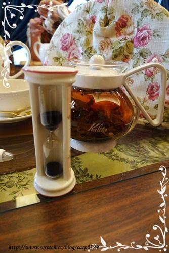 加入熱水之後要計時3分鐘,記得把茶罩蓋上以保溫。