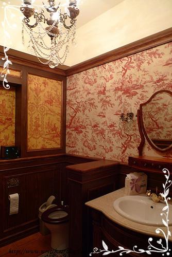 連廁所也這麼美。