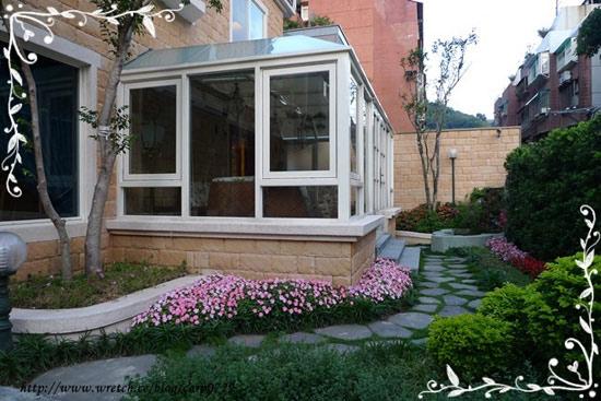 外面的小庭園也很漂亮,好適合拍照的地方~