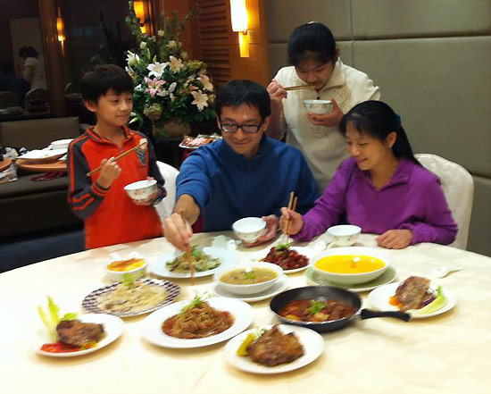 年夜飯來點顛覆傳統的西餐,大夥一同享受這大快朵頤的時刻吧!