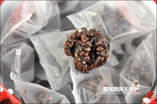 巧克力餅乾不甜膩,杏仁和巧克力米香酥順口,好吃!建議把這個放冷凍,冰冰的更好吃~~