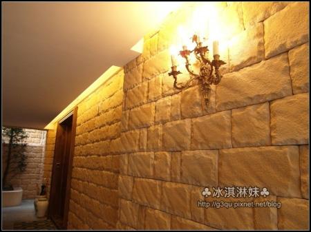 外面的磚牆弄得好歐式城堡風 不自覺的放慢了自己的腳步