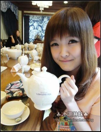 拿著茶壺都絕得自己變的輕手輕腳的 好氣質