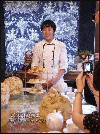 第一次被這麼多人拍照的主廚手井梨惠 很害羞