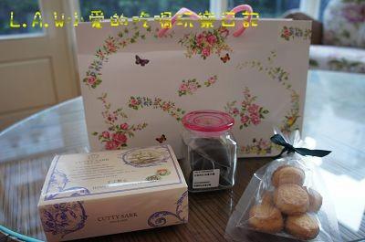 一份手工餅乾、Scone2個,三角袋的紅茶,讓我們回家還可以回味一下今天的風味。