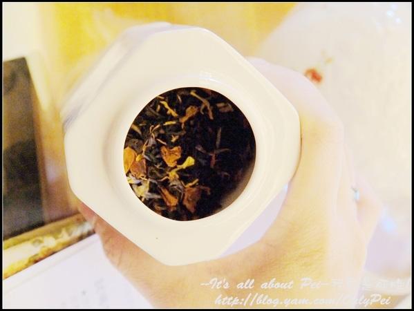 許多紅茶我們品嚐它的原味 而有些則是加入玫瑰or金盞花等花香 混搭出它的層次感!
