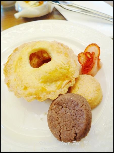 最上層是原味手工餅乾、可可手工餅乾及蘋果塔!