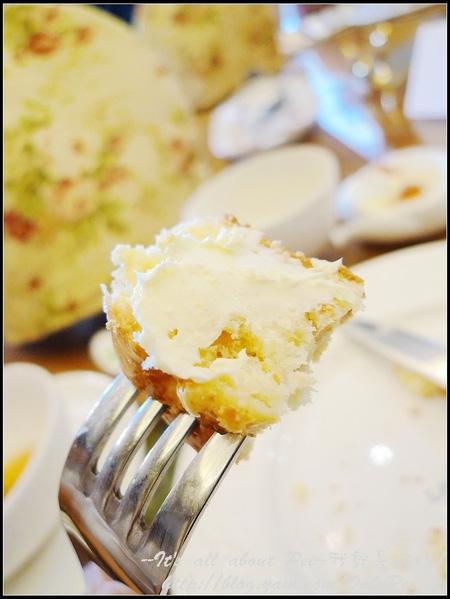 塗抹上我最愛的奶油醬更是讓人欲罷不能 完全臣服在它的美味之下!