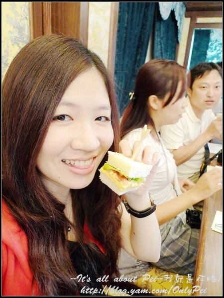 麵包和內餡配合的恰到好處 甜而不膩的沙拉我好喜歡 好吃好吃~!