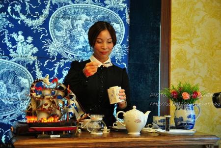 計算茶量,瓷製的量匙,一匙約莫3g的茶葉,用以沏一杯紅茶(約150C.C左右)