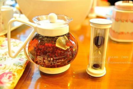 黃金烏瓦加沸水沖泡後,發酵茶特有的烘焙味道撲鼻而來
