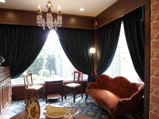 我特別喜歡這個小角落的座位 很寧靜又高雅的感覺