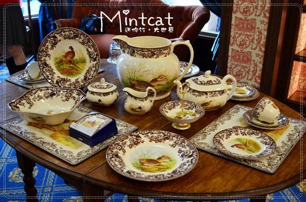 每套茶具組都是好特別,但是我們小心翼翼,就怕不小心碰到了可賠不起。