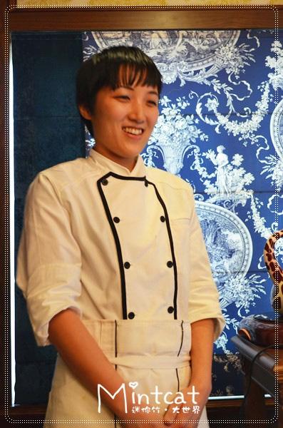 跟著點心同時上場的是來自日本的甜點師傅手井梨惠,面對我們太多台相機顯得很羞澀,卡哇依內!