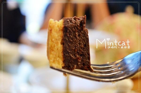 我很喜歡嚐得巧克力滋味但不甜膩的口味,不論口味是什麼但派皮都酥脆好吃。