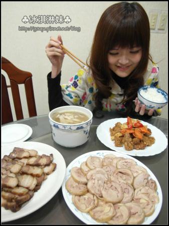 這時候當然要裝一碗飯來配著吃啦!!!
