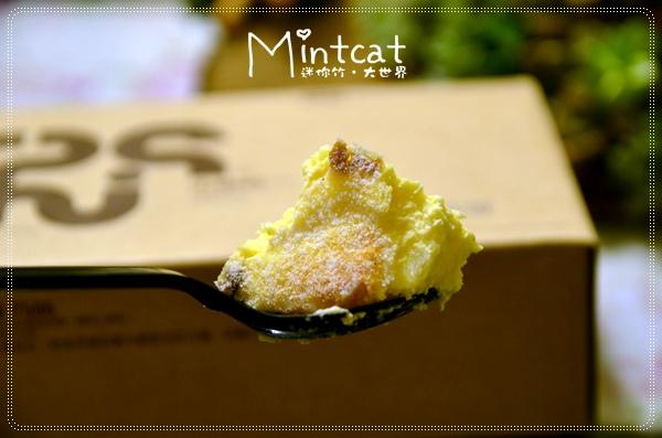吃過超商賣的烤布丁嗎?上面有微焦表面的那種,山田村一的蛋糕布蕾就是那個味,但是更上好幾層的超級進階版