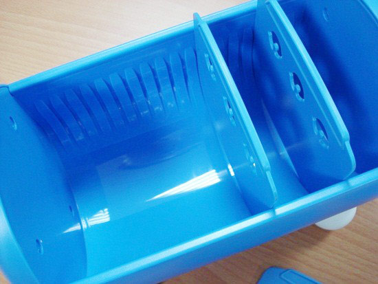 可以自行拆裝的隔板,讓收納盒的空間可以自己調整很方便呢~