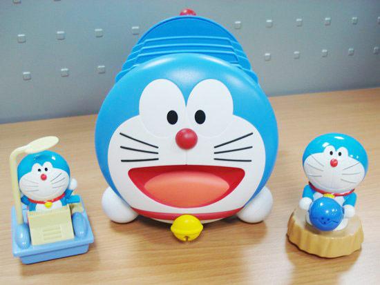 哆啦A夢收納盒真的很可愛,細節也做得很用心精巧喔!