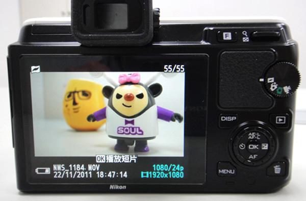 V1的LCD螢幕規格為3吋92萬像素、J1則是3吋46萬像素。