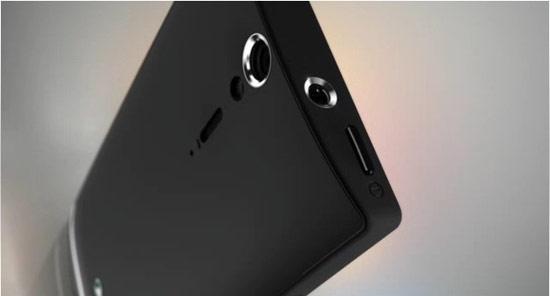 Sony XPERIA S的機身右側設置了 microHDMI,搭配輸出線就可以提供輸出至大螢幕,瀏覽影像更過癮。