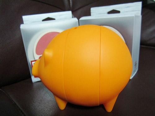 圓弧形設計的小豬撲滿跟傳統印象中的很不一樣吧