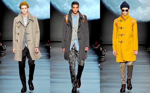 寬大領口設計強化英倫大衣風格