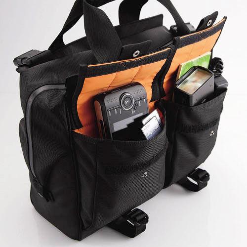 口袋空間非常大,可輕易收納隨身的攝影配件用品